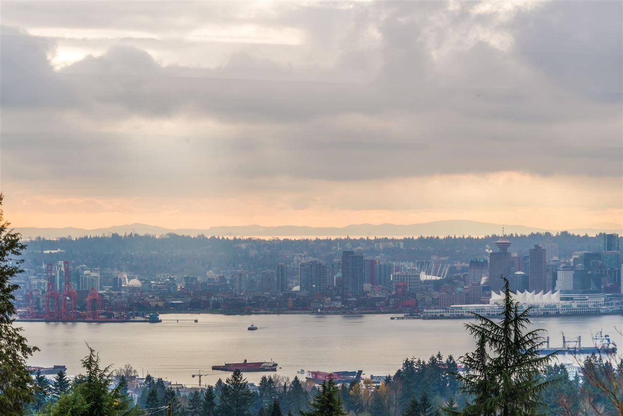552 CRESTWOOD AVENUE, North Vancouver