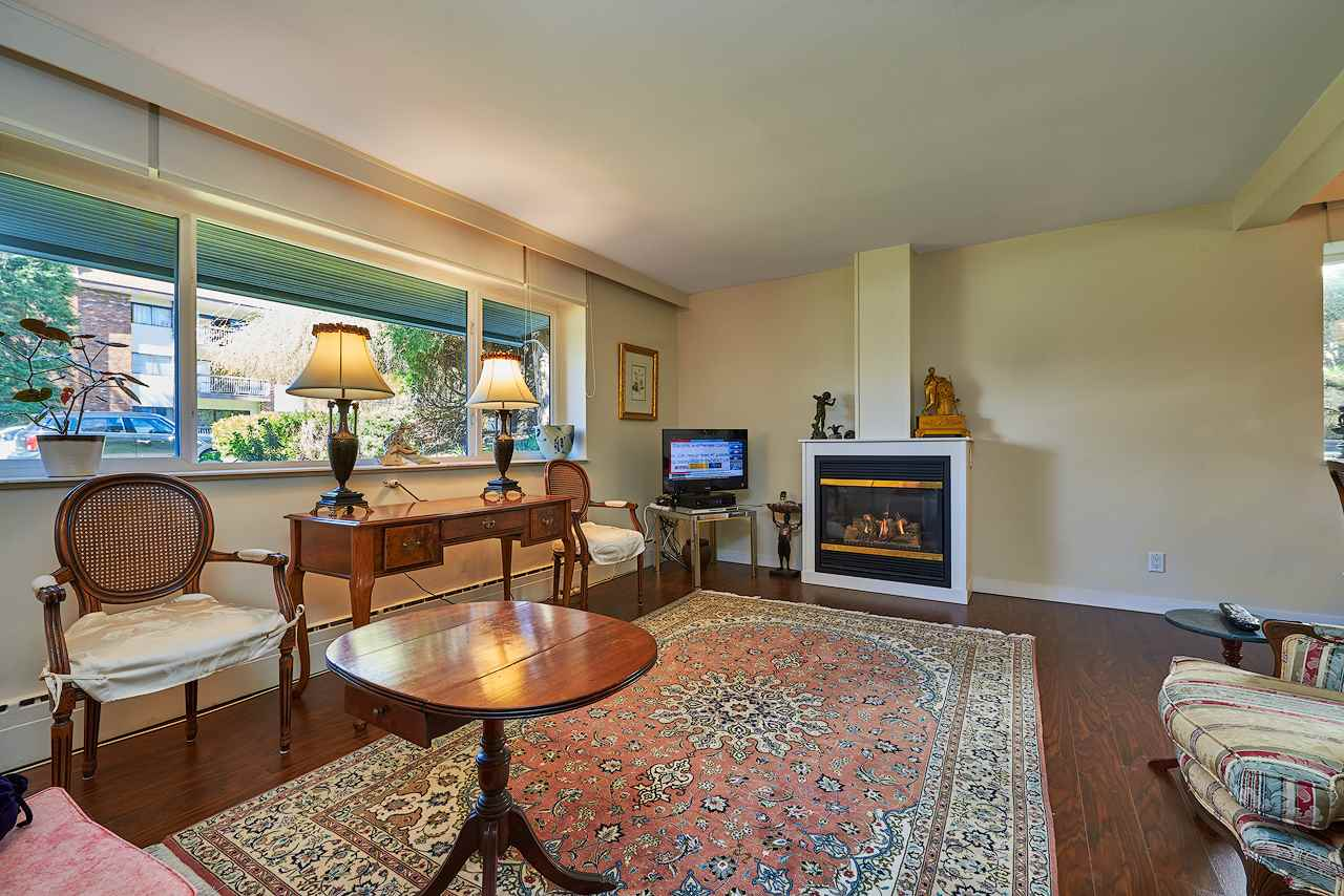 1 1420 CHESTERFIELD AVENUE, North Vancouver