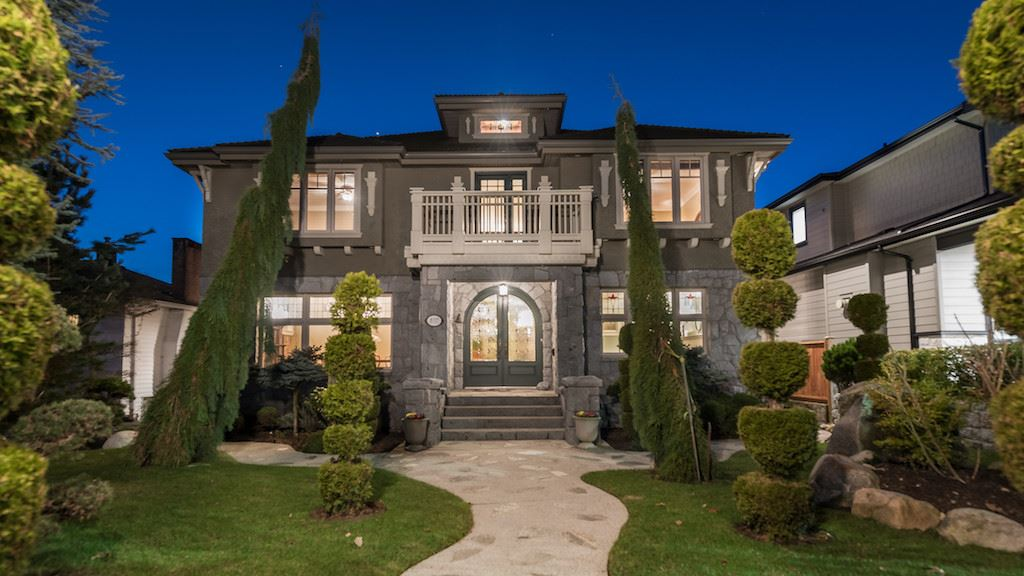 837 GRAND BOULEVARD, North Vancouver
