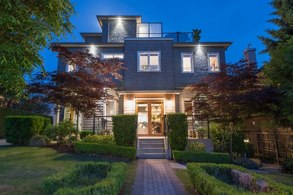 215 W 17TH STREET, North Vancouver