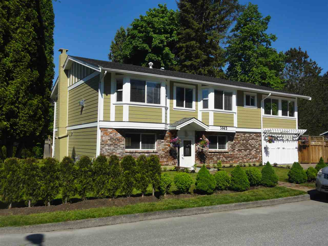 3845 RICHMOND STREET, Port Coquitlam