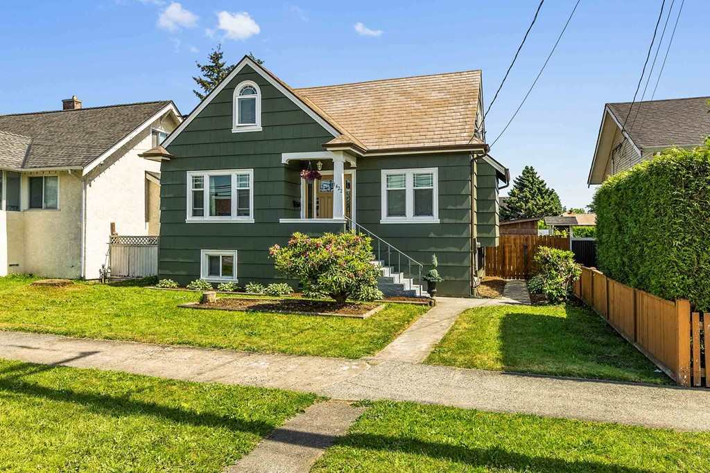 1422 TENTH AVENUE, New Westminster
