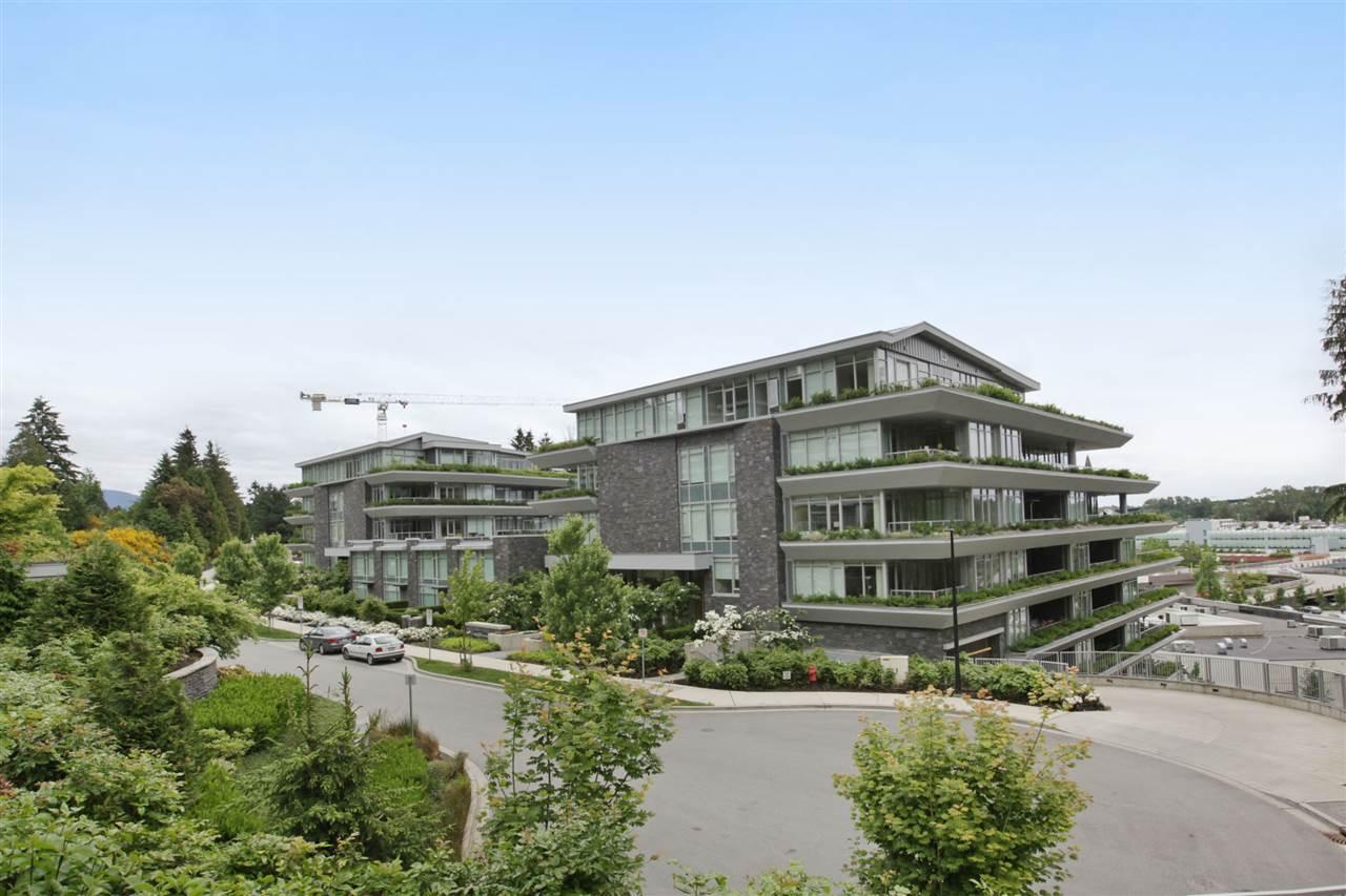 201 866 ARTHUR ERICKSON PLACE, West Vancouver