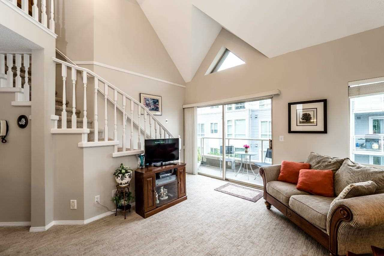 302 751 CHESTERFIELD AVENUE, North Vancouver