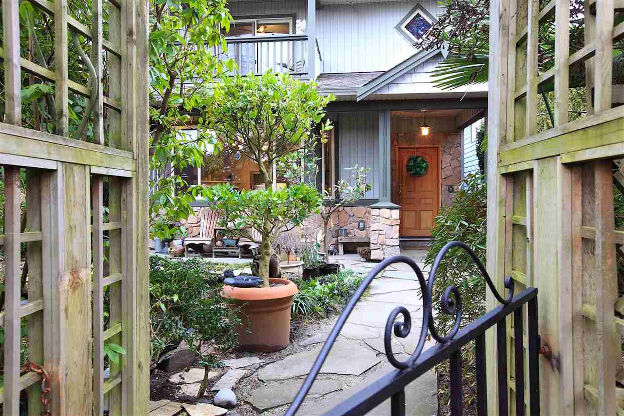 1671 TATLOW AVENUE, North Vancouver