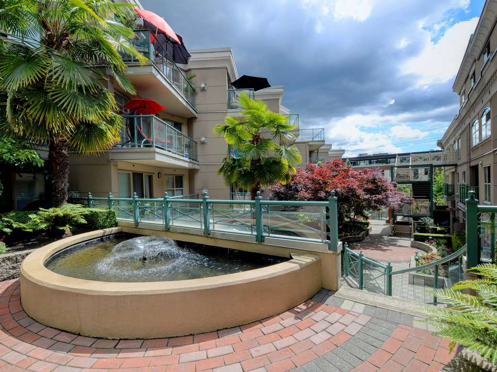 225 332 LONSDALE STREET, North Vancouver