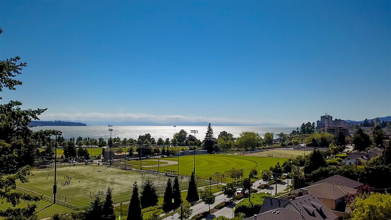 1032 ESPLANADE AVENUE, West Vancouver