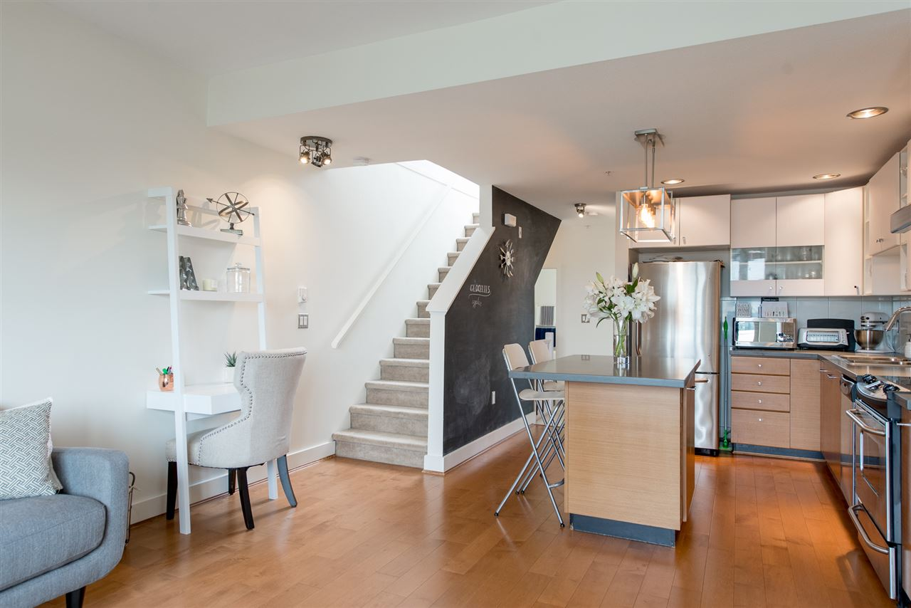 55 728 W 14TH STREET, North Vancouver