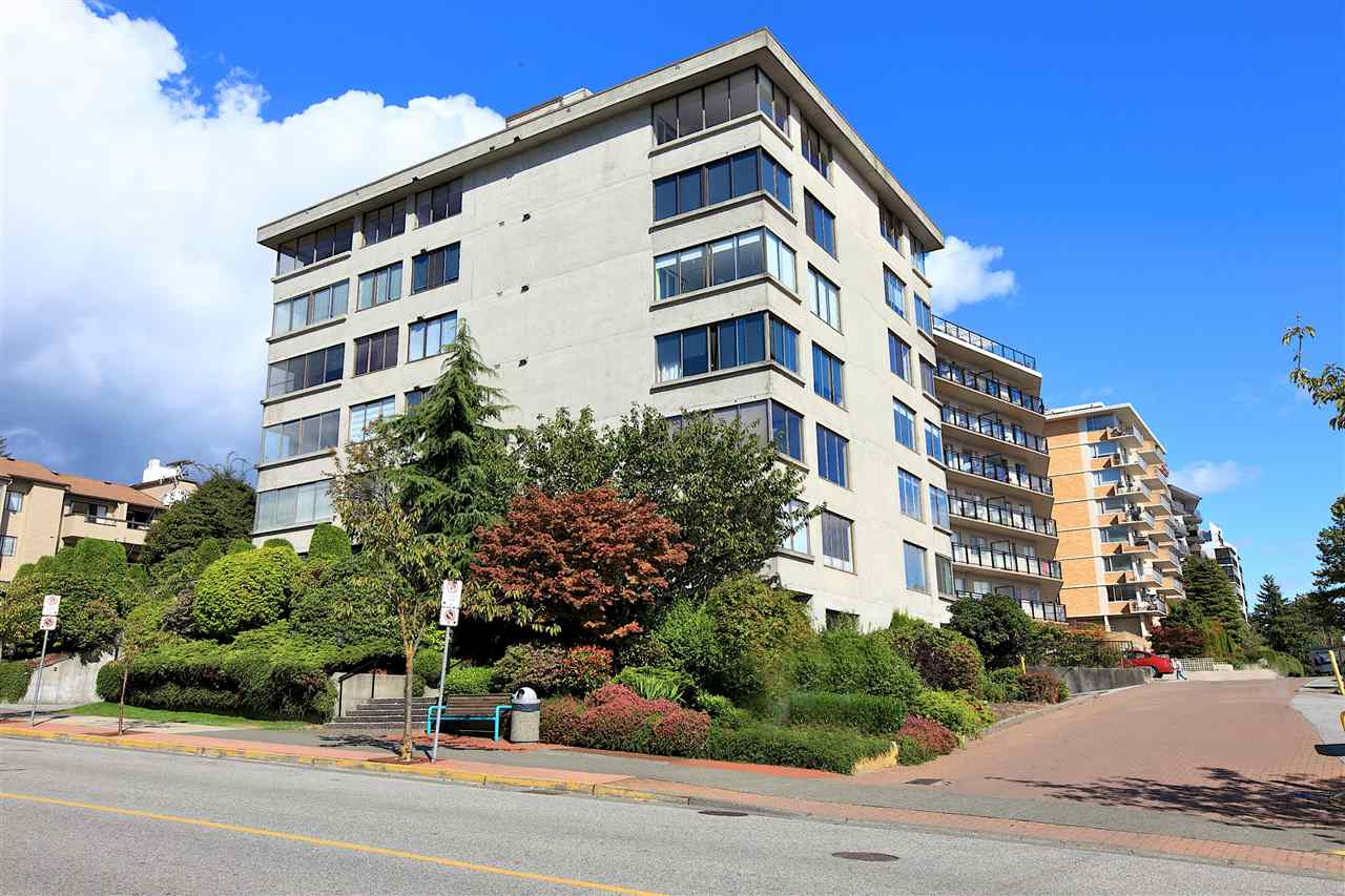 302 460 14TH STREET, West Vancouver