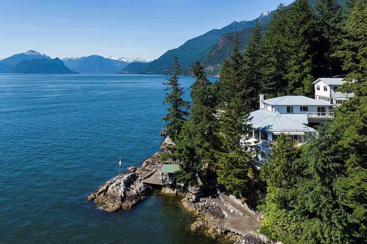 6 MONTIZAMBERT Howe Sound, West Vancouver (R2184352)