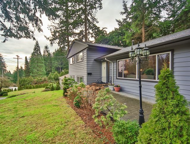 593 ST. GILES Glenmore, West Vancouver (R2190123)