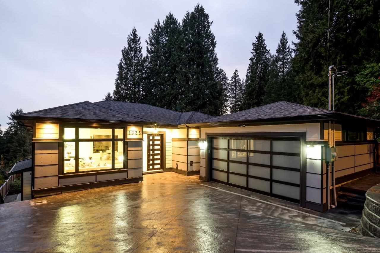 1025 CHAMBERLAIN DRIVE, North Vancouver