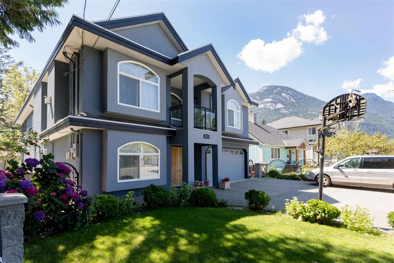 38731 BUCKLEY AVENUE, Squamish