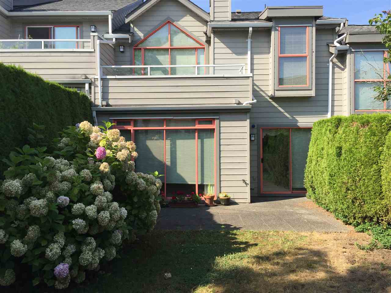 79 323 GOVERNORS COURT, New Westminster