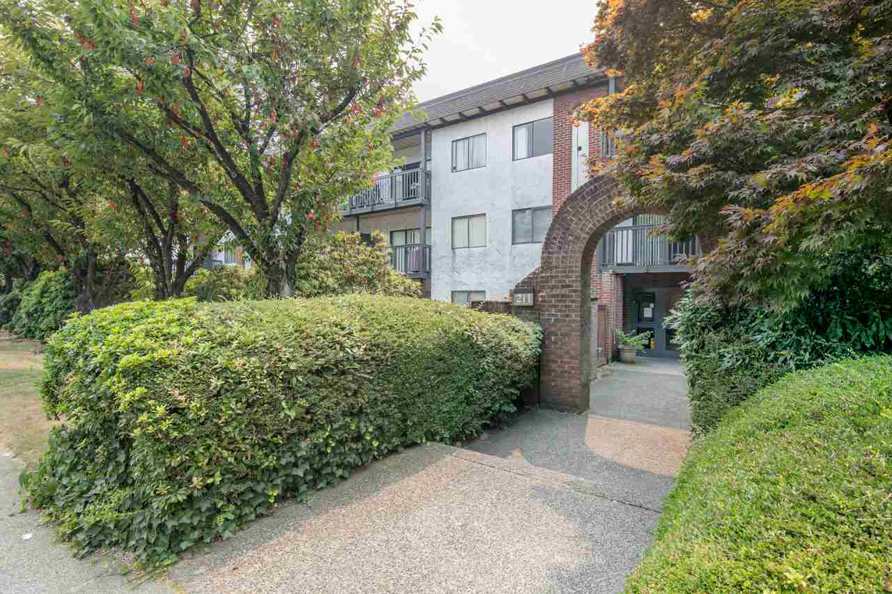210 211 W 3RD STREET, North Vancouver