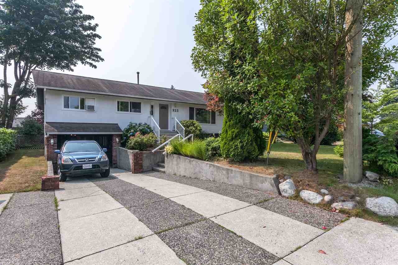 925 CAITHNESS CRESCENT, Port Moody