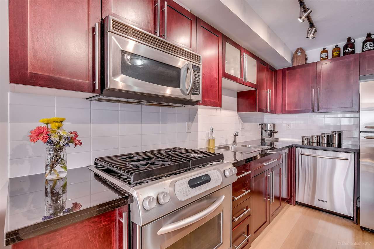 311 122 E 3RD STREET, North Vancouver