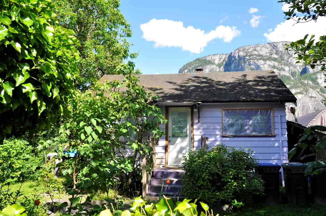 37794 SECOND AVENUE, Squamish