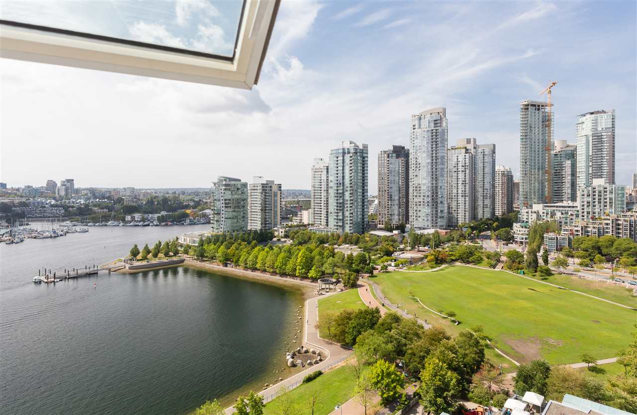 2002 1383 MARINASIDE CRESCENT, Vancouver