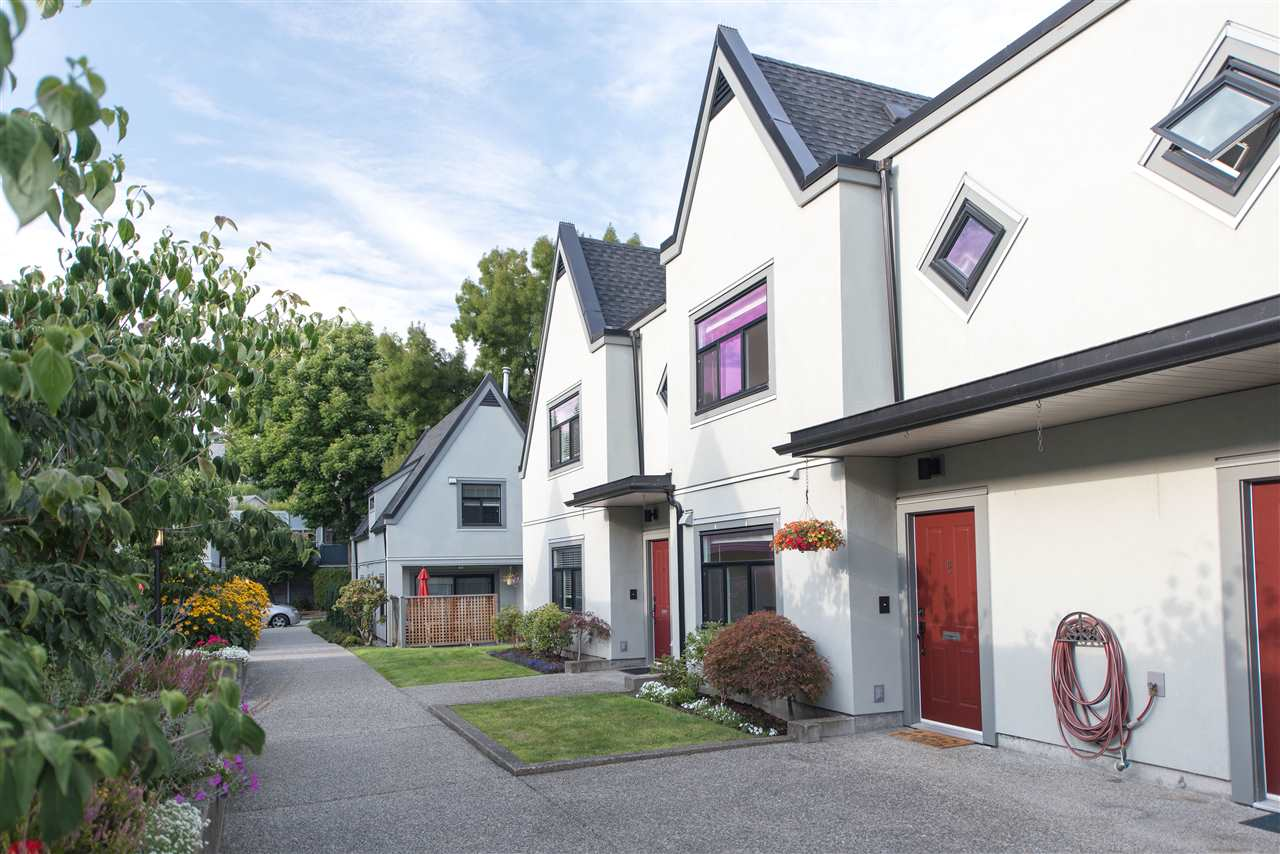 8 888 W 16TH STREET, North Vancouver
