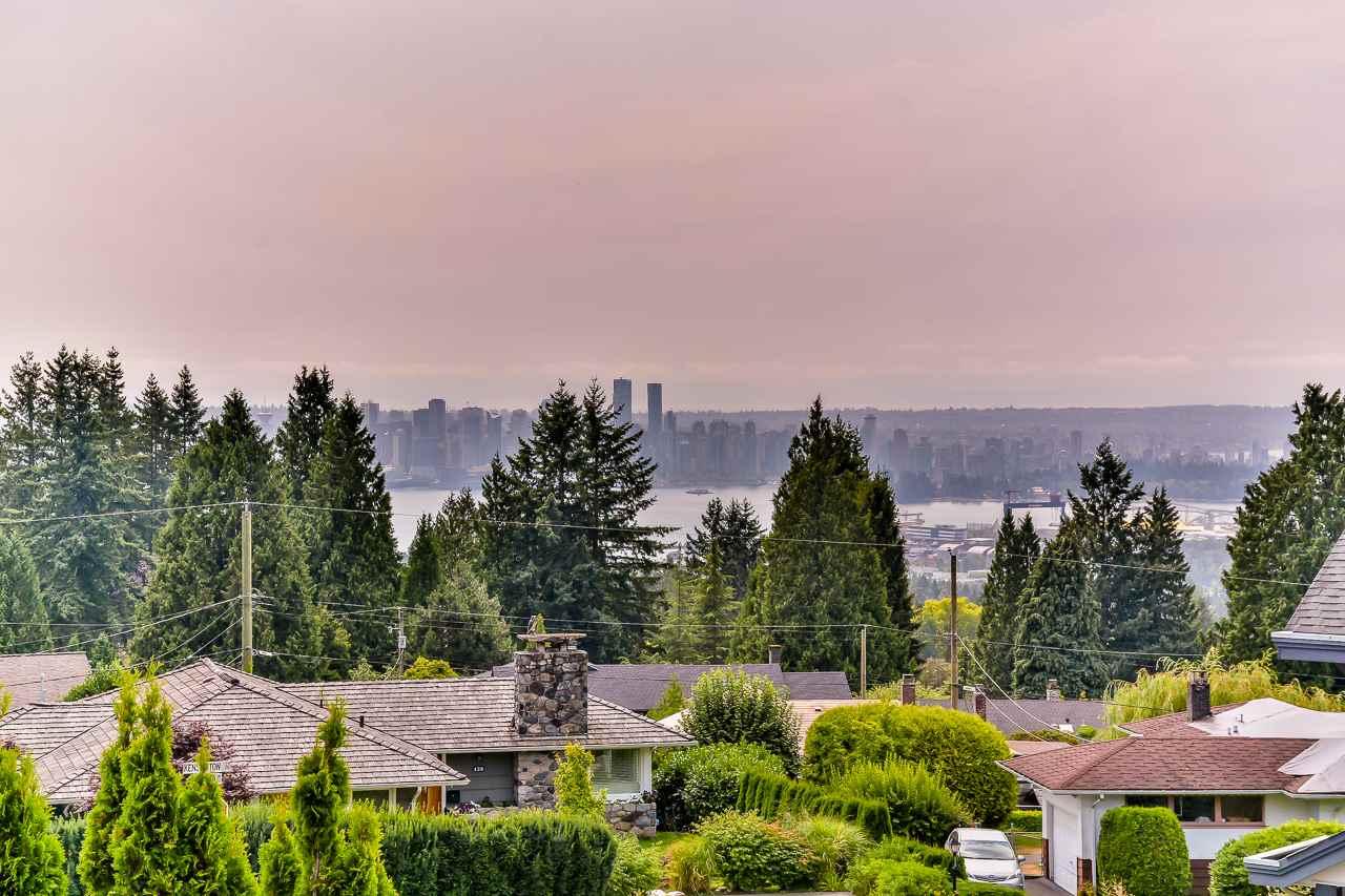 3686 CARNARVON AVENUE, North Vancouver