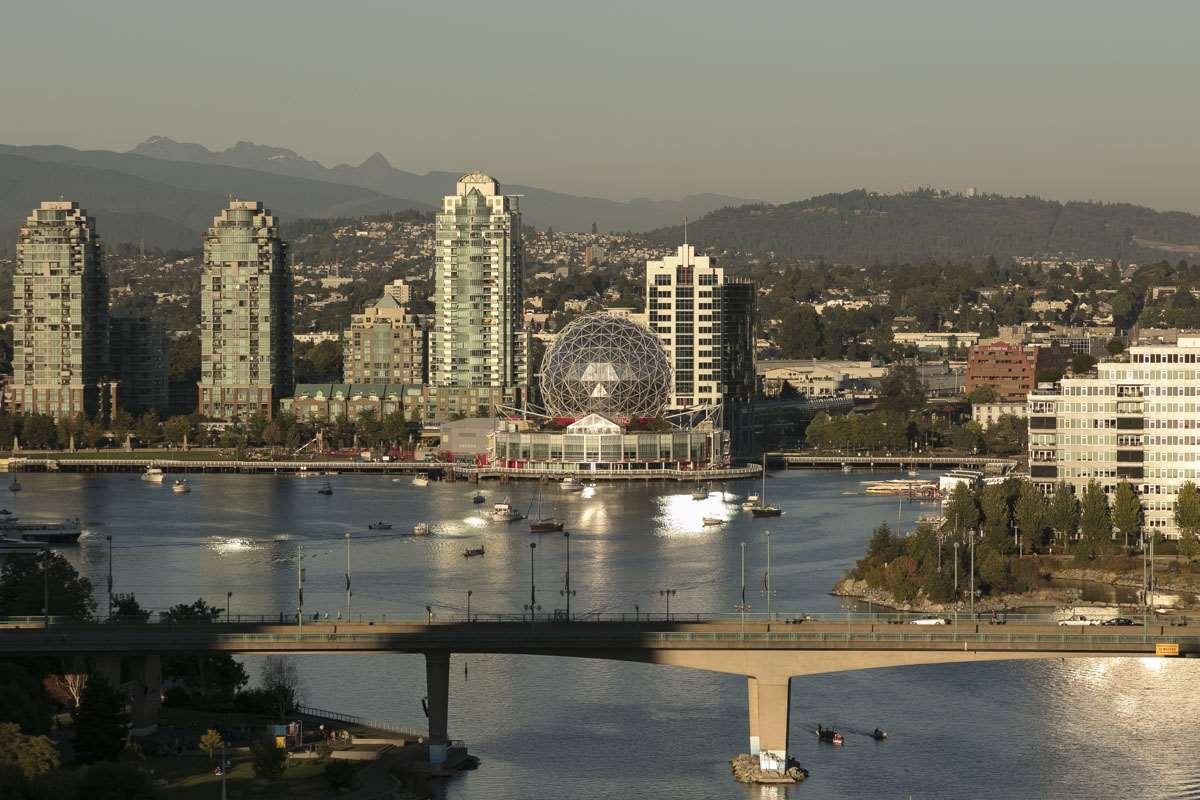 2302 -  1383 MARINASIDE #2302 Yaletown, Vancouver (R2200695)