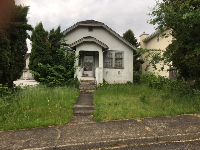 712 CURNEW STREET, New Westminster