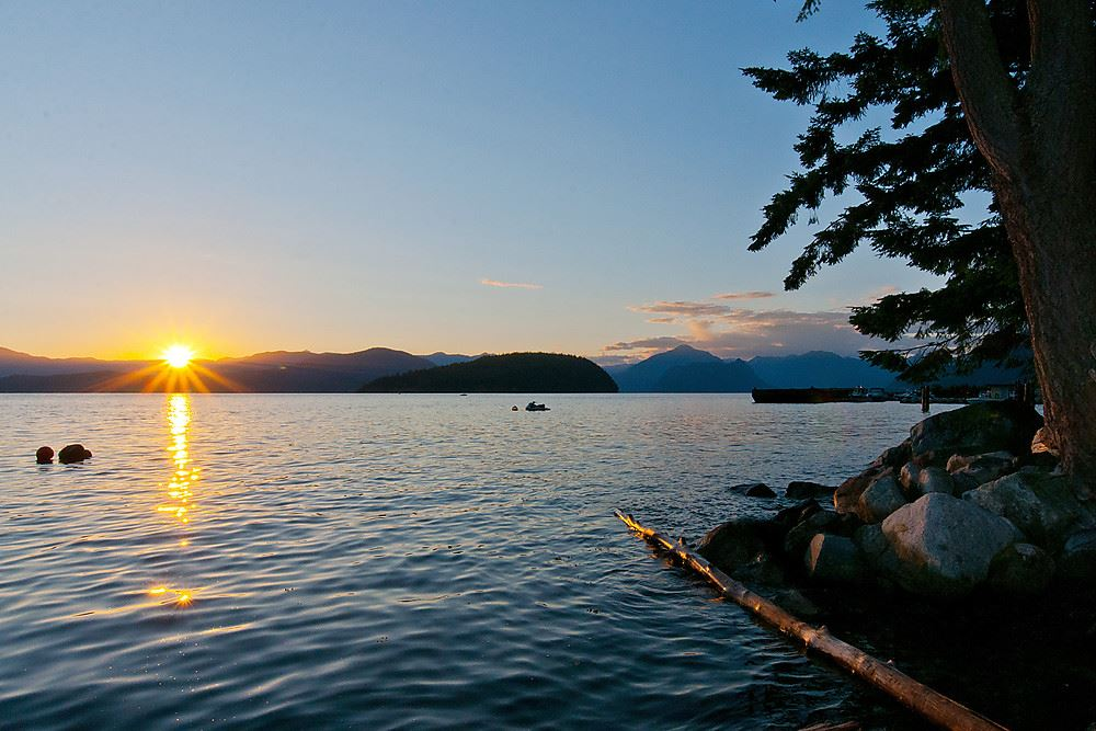 8865 LAWRENCE Howe Sound, West Vancouver (R2202076)