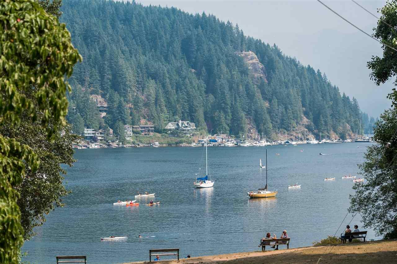 2035 ROCKCLIFF Deep Cove, North Vancouver (R2202446)
