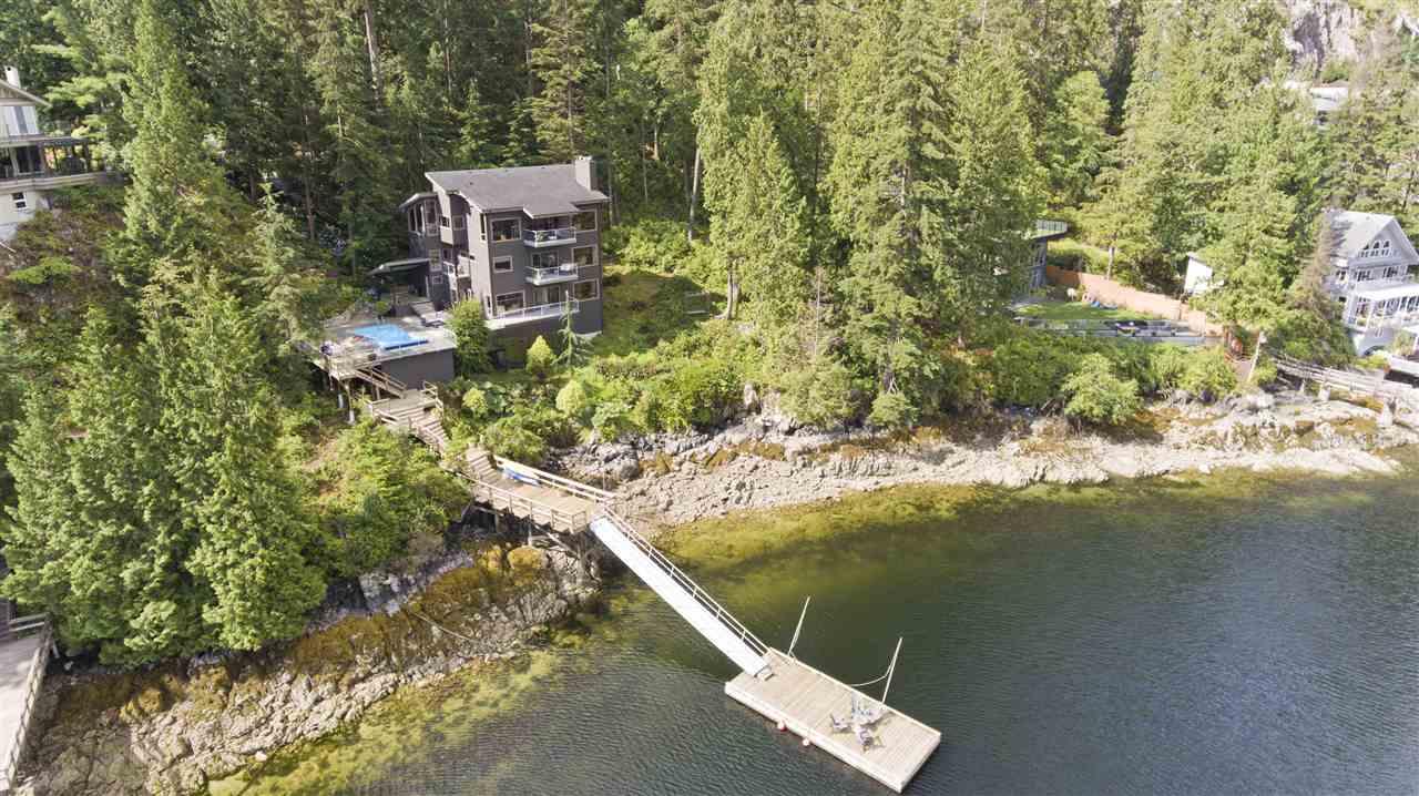 2050 CARDINAL Deep Cove, North Vancouver (R2206750)