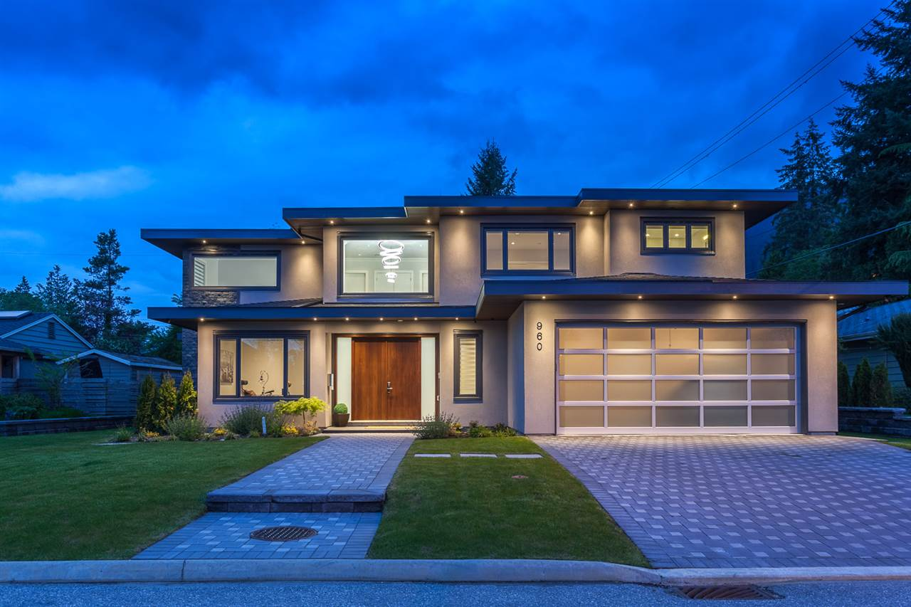 960 ESSEX Forest Hills NV, North Vancouver (R2208133)