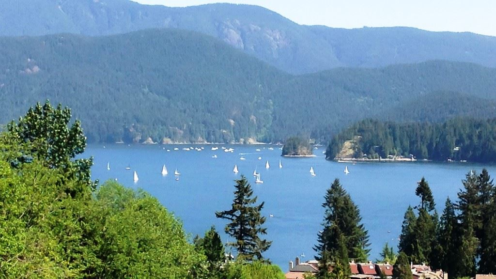 2095 CLIFFWOOD Deep Cove, North Vancouver (R2209680)