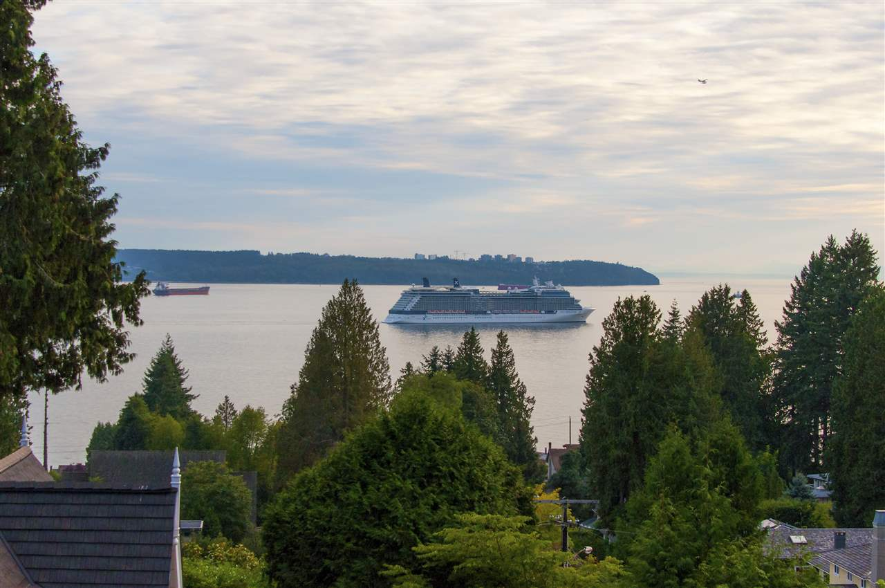 1677 29TH STREET, West Vancouver