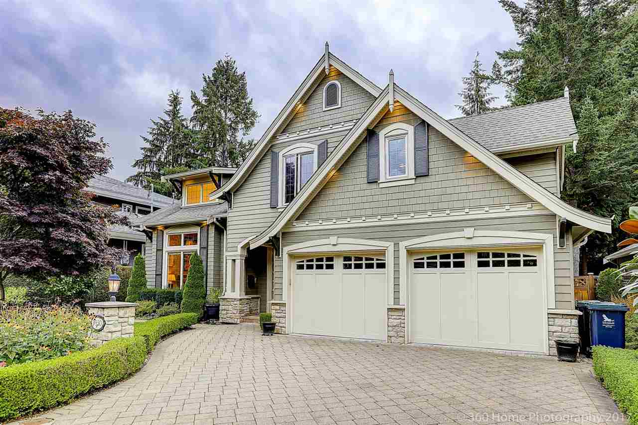 3930 HILLCREST AVENUE, North Vancouver