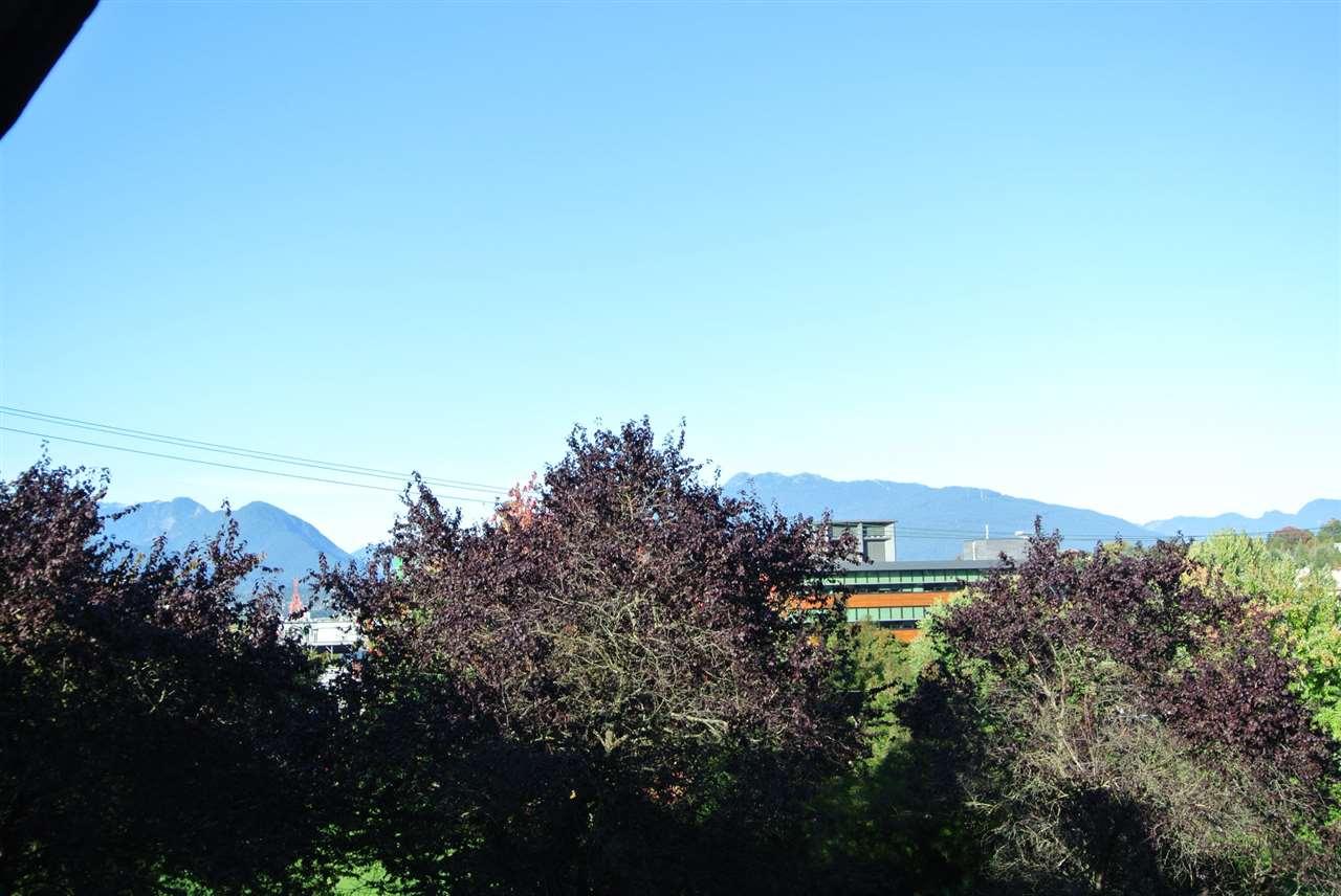 210 930 E 7TH AVENUE, Vancouver