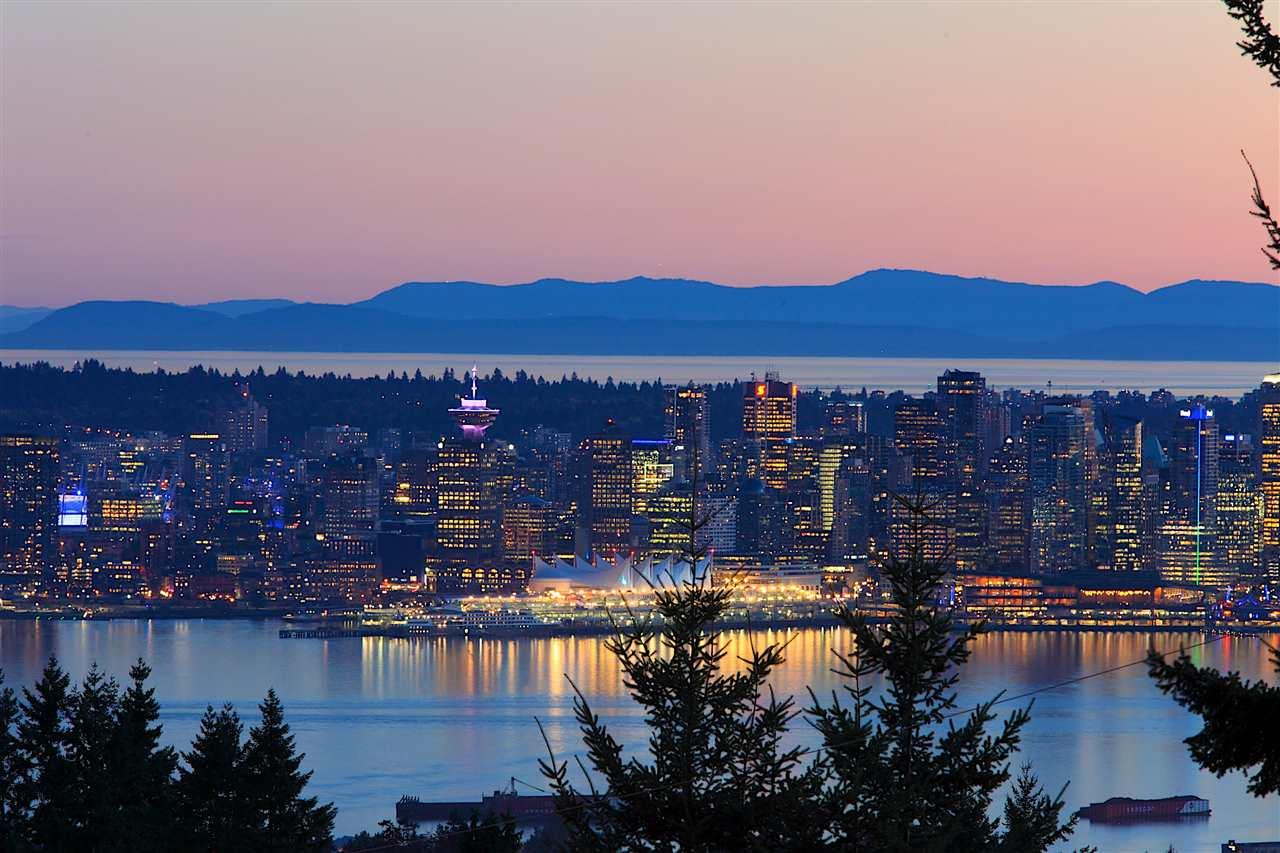 3808 LONSDALE AVENUE, North Vancouver