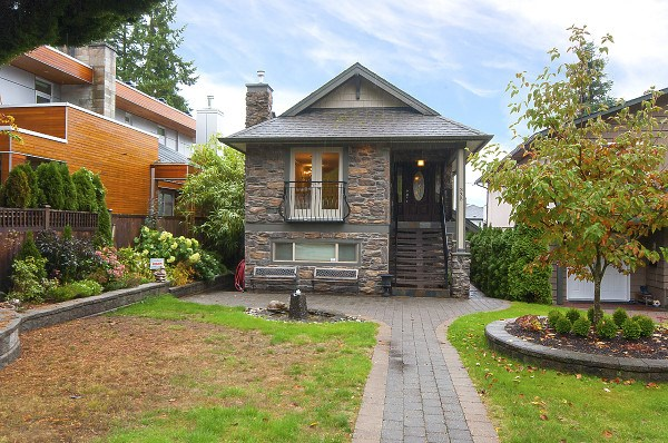 335 E 22ND Central Lonsdale, North Vancouver (R2215904)