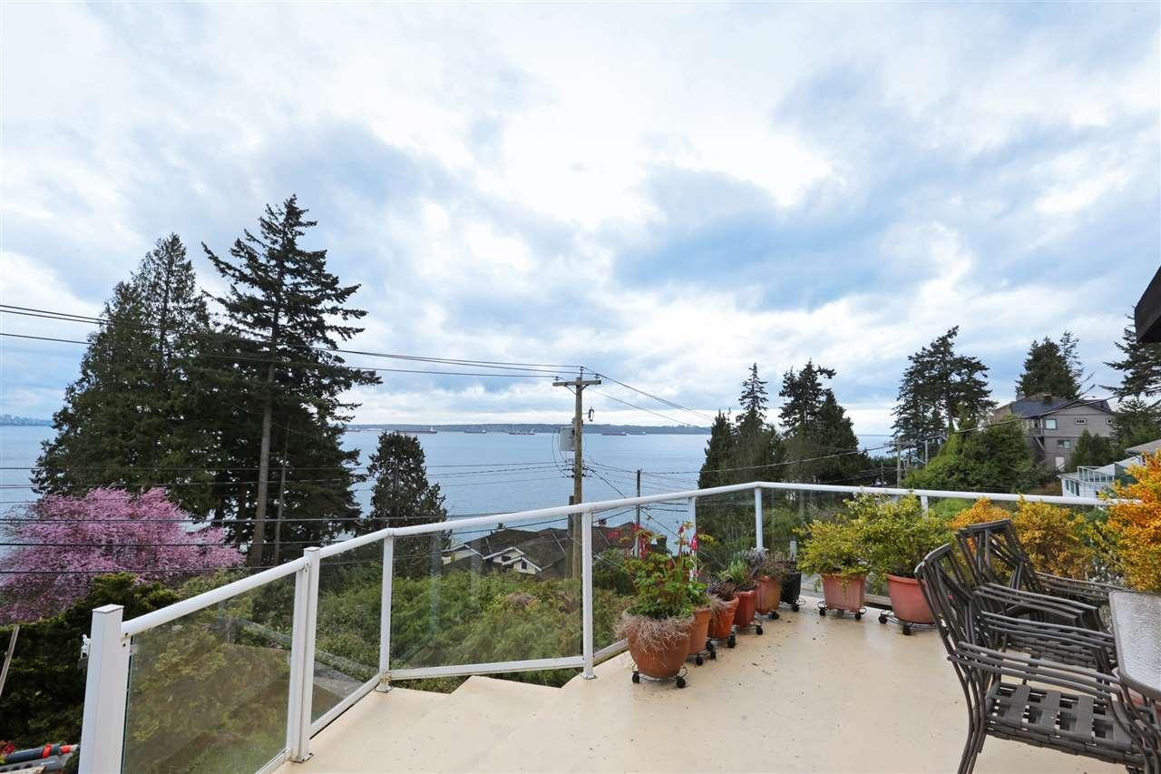 3555 MARINE West Bay, West Vancouver (R2221885)