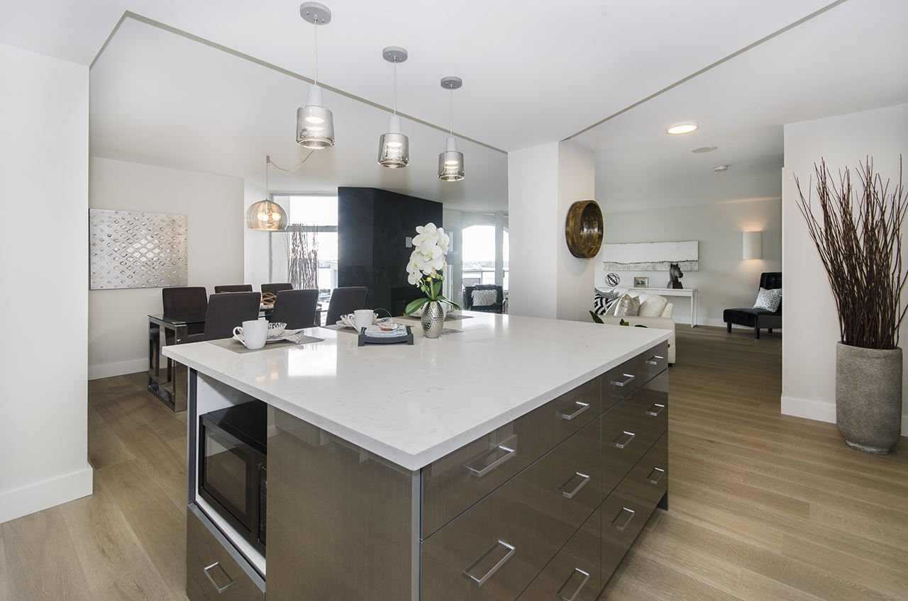 805 168 CHADWICK COURT, North Vancouver