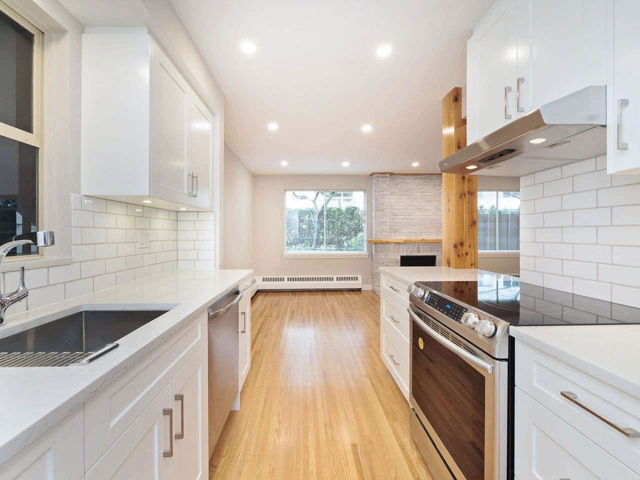 608 235 KEITH ROAD, West Vancouver