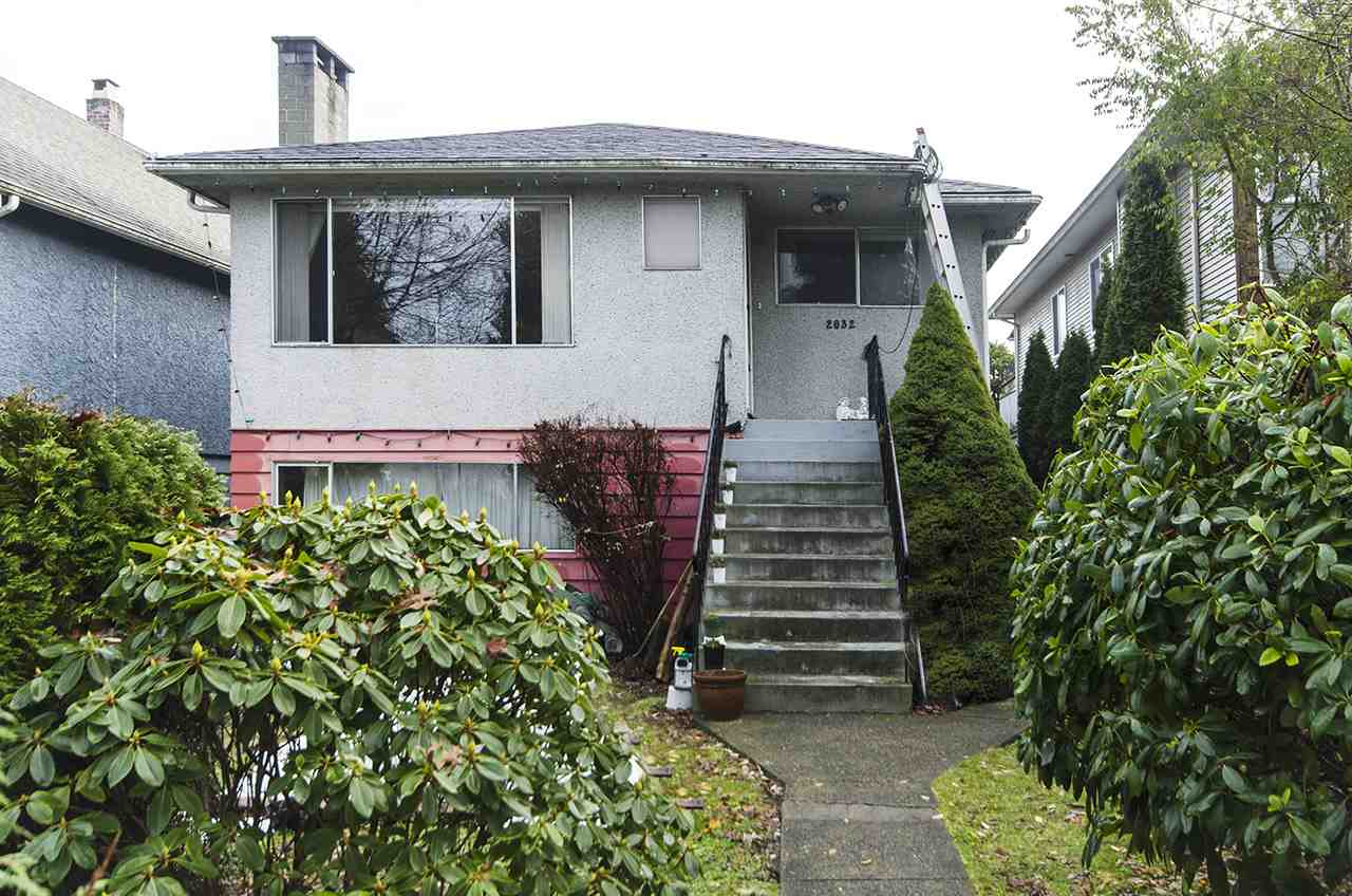 2032 JONES AVENUE, North Vancouver