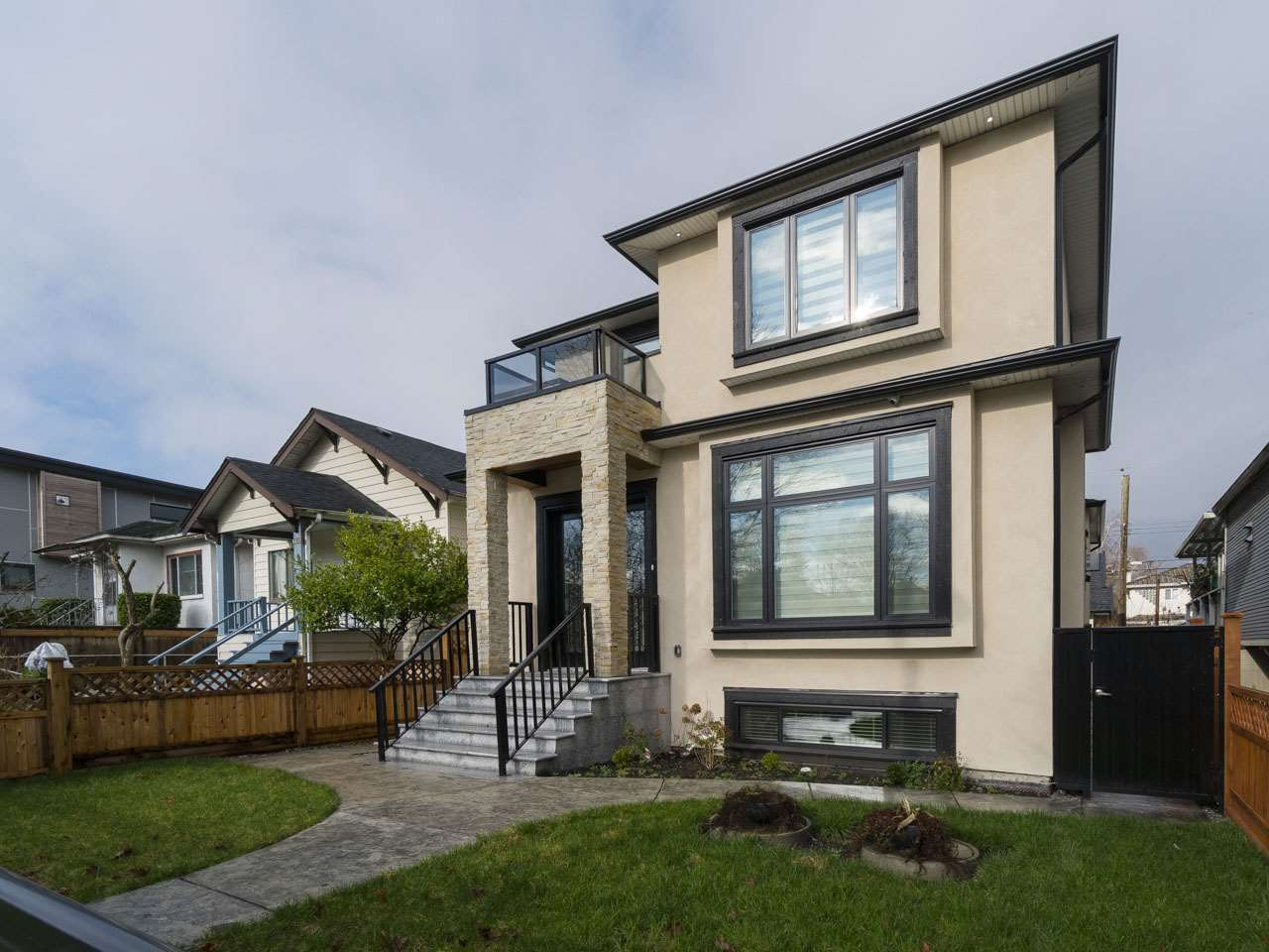2761 MCGILL Hastings East, Vancouver (R2238410)