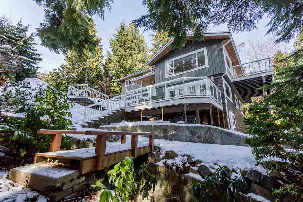572 ST. GILES Glenmore, West Vancouver (R2239057)