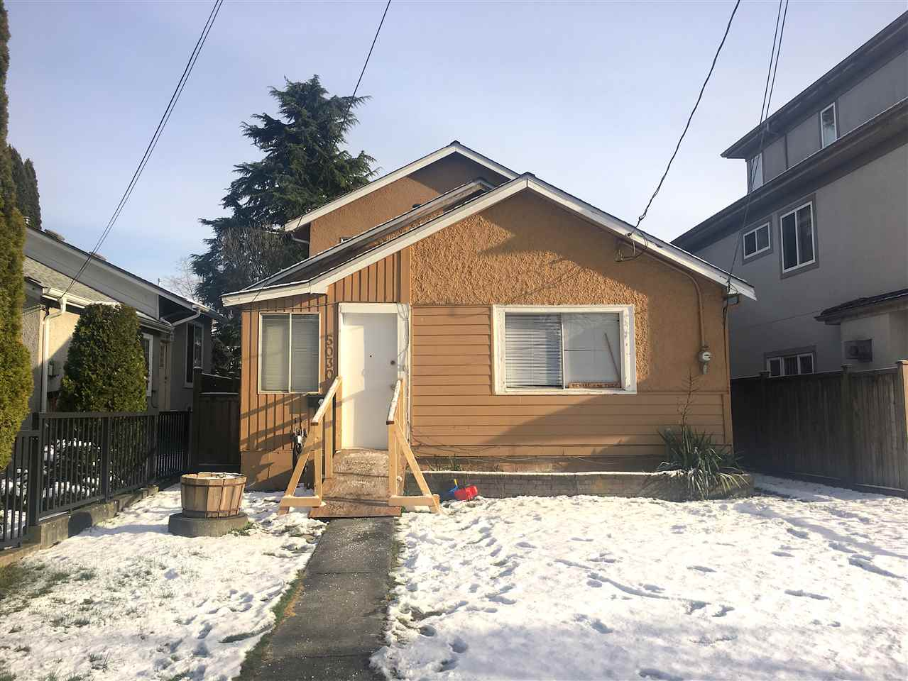 5030 MOSS Collingwood VE, Vancouver (R2240244)