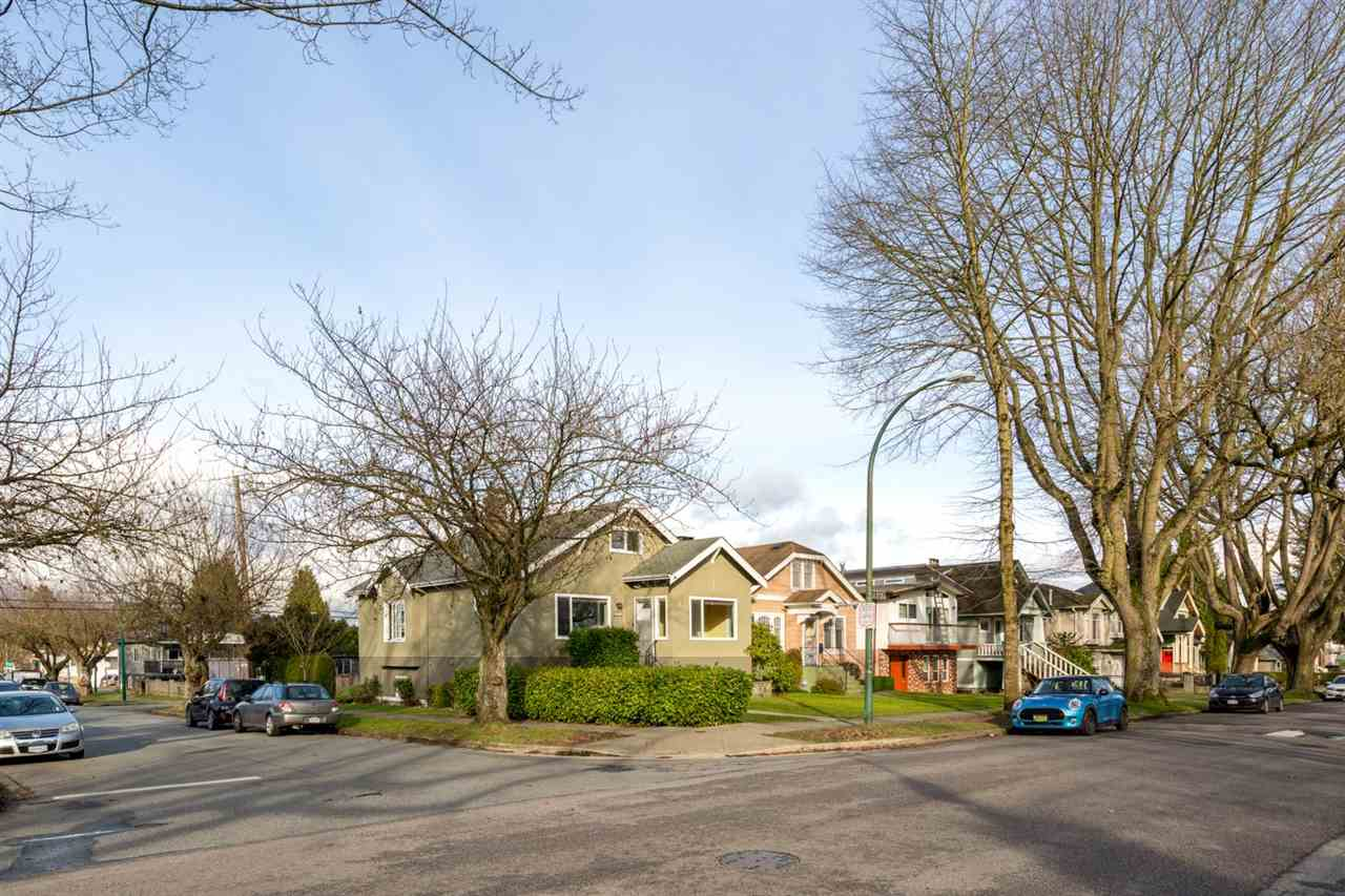 2203 E 2ND Grandview VE, Vancouver (R2240985)