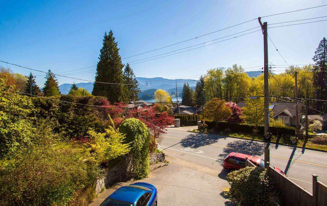 301 N DOLLARTON Dollarton, North Vancouver (R2245631)