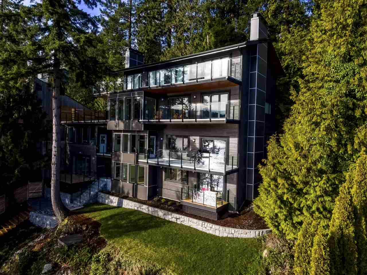1938 CARDINAL Deep Cove, North Vancouver (R2246643)
