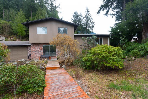 125 MOUNTAIN Lions Bay, Lions Bay (R2255877)