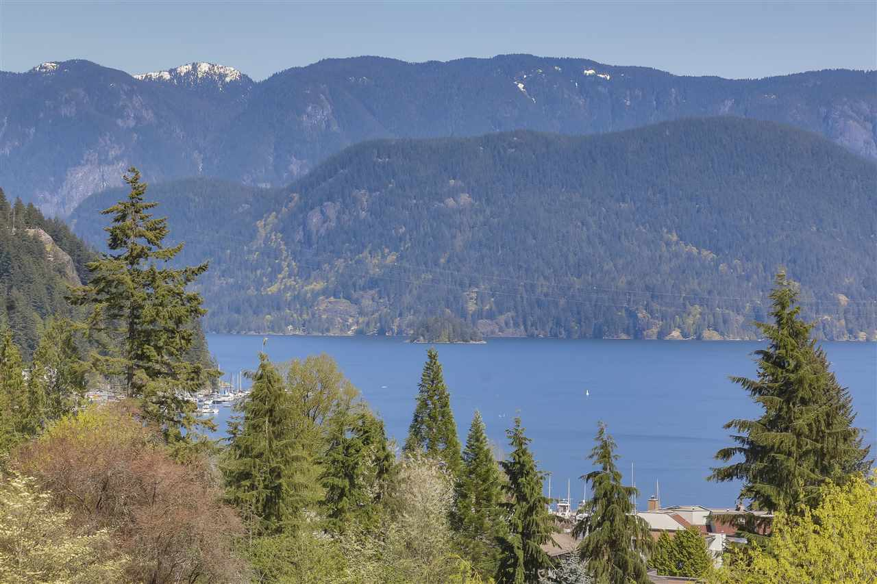 2078 CLIFFWOOD Deep Cove, North Vancouver (R2262158)