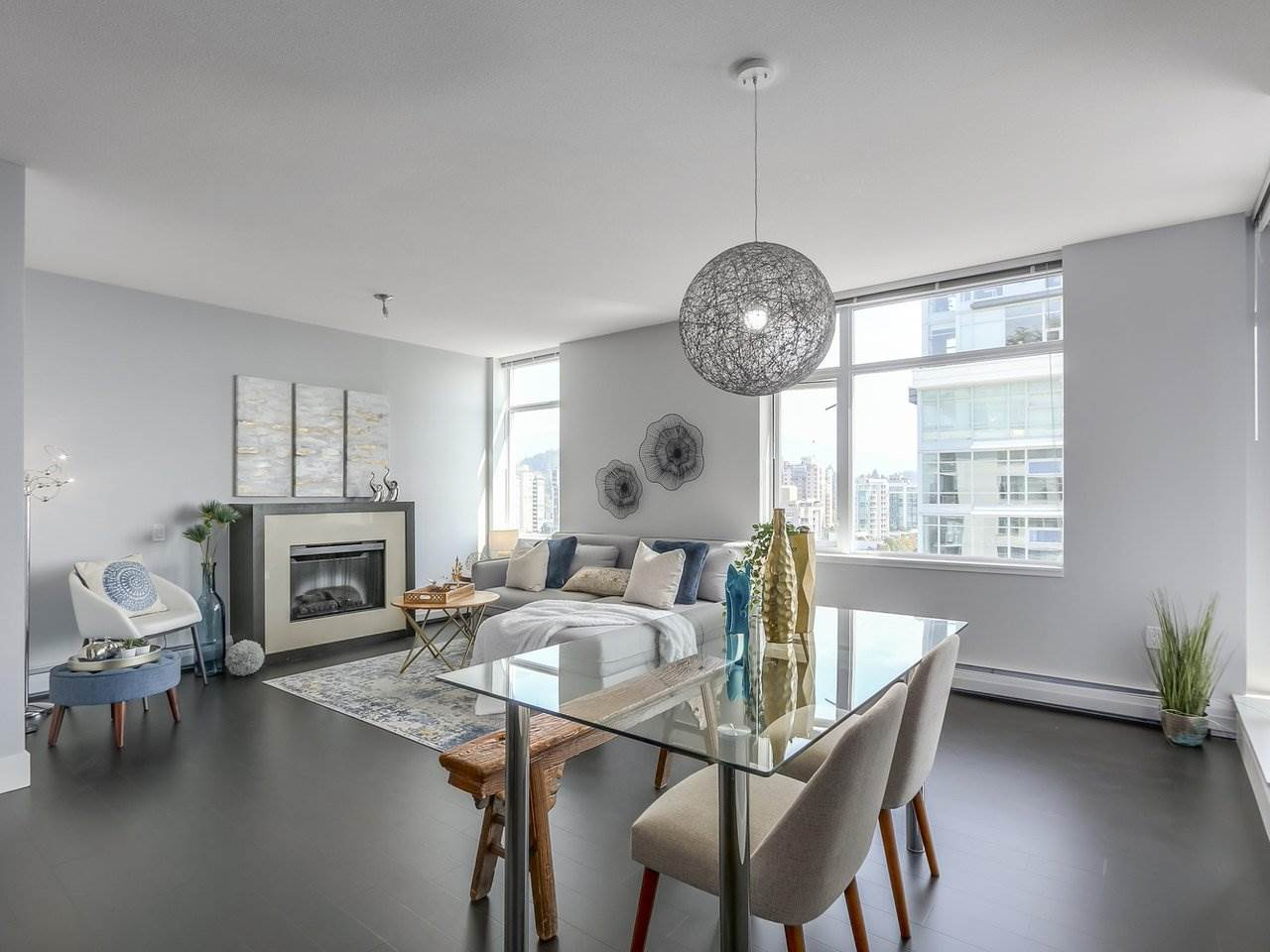1606 1320 CHESTERFIELD AVENUE, North Vancouver